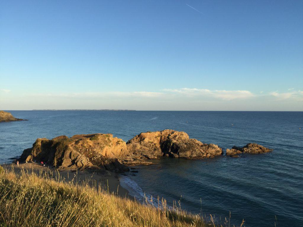 Vue de la mer bretonne à côté de Ti Kansha